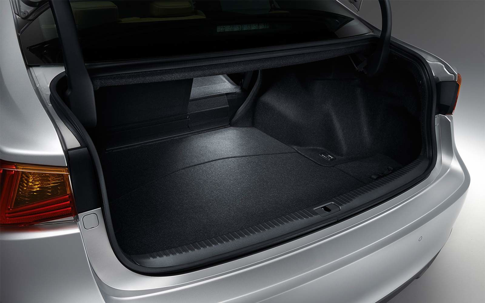 Lexus 2020 Is Trunk Space L