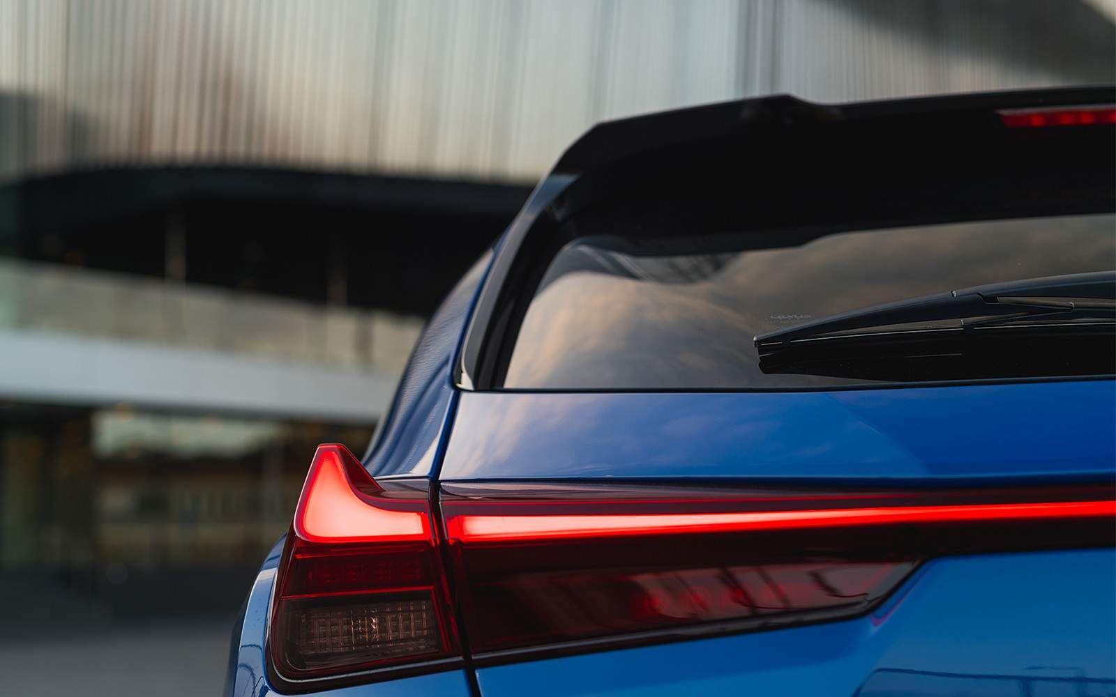 Lexus 2020 Ux 250h Celestial Blue Taillight L